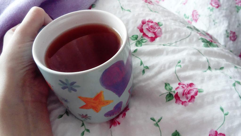Chladné večery s Luciessence: Horký černý čaj s kávou.